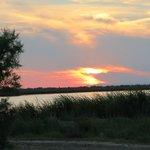 coucher de soleil : vue du parking de l'hotel