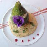 zucchine ripiene di granchio su salsa bernese