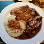 Slices of roast veal replace with potato mash