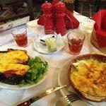 Moussakà e beef con olio di oliva formaggio e origano - rosè semi dolce di Castelli sul fondo