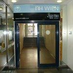 Unattractive entrance thru Mariahilfer Strasse