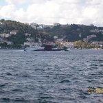 Submarino no estreito de Bosphoro.