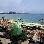 Many beach restaurants & pubs around