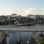 die Brücke direkt am Hotel