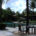 Une des 3 piscines, vue du restaurant Infinity Blue