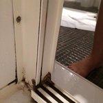 Intérieur moisi de la douche salle de bains  Hotel Imperator