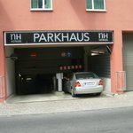l'accesso al parcheggio interrato