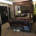 Wow Suite - 4 Post Bed