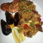 Paella poisson et fruits de mer