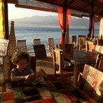 Restaurant de l'hôtel au lever du soleil