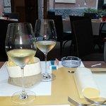 I nostri calici di vino nell'intimo posto fuori