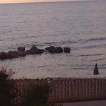 Spiaggia davanti l` albergo