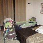 la camera con l'aggiunta del lettino per neonati