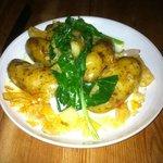 New potatoes con espinacas. Una tapita. Decepción total.