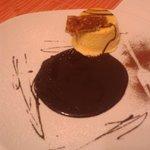 Tortino al gelato di nocciola con croccante e cioccolato