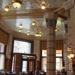 vue plafond et colonnes entrée