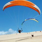 Paragliders on the quieter dunes