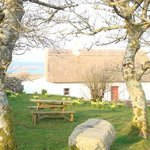 'An Sean Teach', self-catering thatched cottage at Cnoc Suain