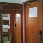 Mini-armario (la hoja de la rerecha es para el minibar)