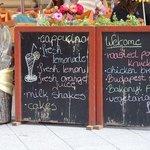Las pizarras-reclamo tipicas de los restaurantes