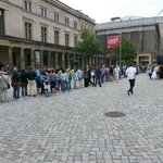 Museum exterior with the long line from Pergamonn waiting