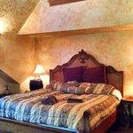 Gale Suite bedroom