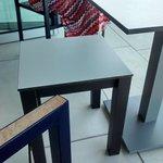Muebles incómodos en la terraza