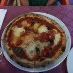 Margherita con pomodoro e basilico