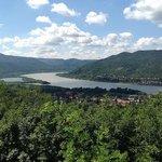 Vista del famoso recodo del Danubio desde Visegrad