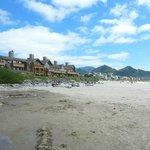 vue de l'hôtel pris de la plage