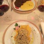 Pâtes aux truffes du menu et cheval avec polenta
