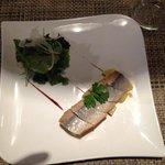 Filetto di aringa fresco su letto di patate a tocchetti ed insalata verde