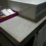 Encimera del lavabo deteriorada