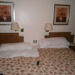 habitacion en cama matrimonial donde iban dos singles