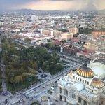 Aunque no es Paseo de la Reforma, esta calle te llevará a la Torre Latino de donde puedes tomar