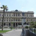 Piazza Cavour (al lado del Hotel)
