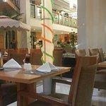 食事をする場所。インド色意識した飾り多かったです
