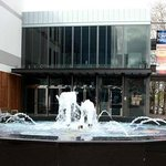 Wollongong Town Hall fountain and entrance