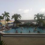 Pool and swim up bar.