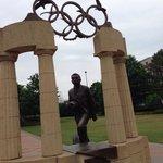 Es una gran experiencia saber que fue sede de unos Juegos Olímpicos y poder ver las placas de to