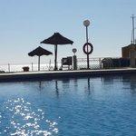 piscina y de frente el mar. Que lujo!!