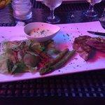 filetto di tonno scottato con asparagi