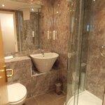 Functional Bathroom with cheap toiletries