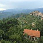 Vue du village de Bajardo de la terrasse