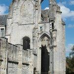 Ruderi dell'antica chiesa abbaziale