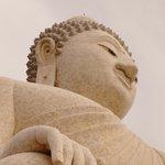 Большой Будда смотрит в даль