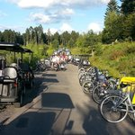 Les alentours du centre sont vites saturés par les nombreux vélos et voiturettes électriques.
