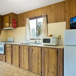 Eden Beachfront - Creek Cabin kitchen