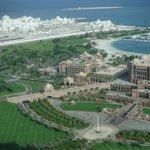 Vista do quarto: Emirates Palace e novo Palácio Presidencial