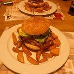 Great hamburgers in Pivni opice